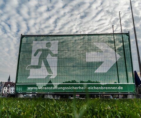 """Fluchtweg-Banner """"Notausgang"""" Für Bauzäune"""