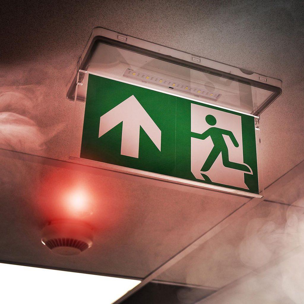 Fluchtweg Notausgang Brand Feuer Rauch Brandmeldeanlage Rauchwarnmelder Hotel Brandschutz Planung Beratung vorbeugend EVS Safety Konstanz Bodensee